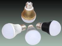 5瓦超越25瓦 实拍LED灯节能灯白炽灯PK