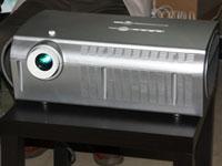 全球首款!中能发布全高清家庭激光投影机