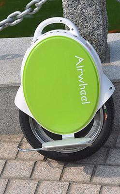 便携式出行装备 爱尔威Q5智能平衡车高清图赏