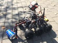 老外成功DIY可用VR眼镜控制的登月探测车