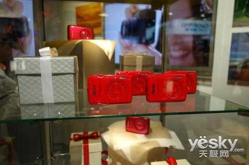 CES2013:尼康COOLPIX系列相机炫彩夺目