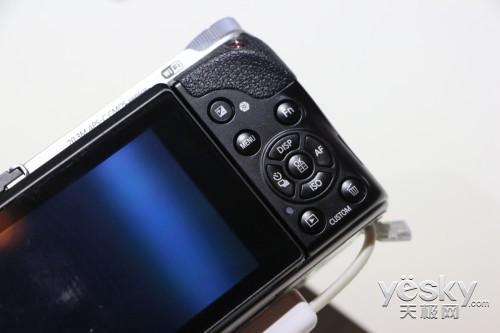 三星NX300与45mm 2D/3D镜头亮相三星论坛