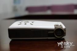 引领智能移动生活 优伴微型投影机抢先评测