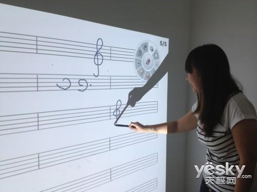 丽讯超短焦教育投影D755WTi互动教学再升级