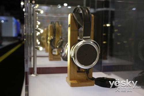 带来顶级耳机  STAX参加CES2014电子展