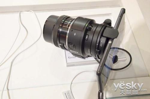 索尼QX1搭配索尼E卡口16-50mm镜头镜头与索尼Xperia Z3手机-