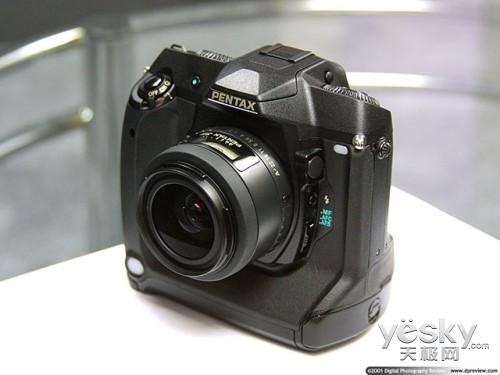 理光宣布即将开发全画幅单反数码相机