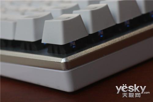 只为键帽炫酷?为何机械键盘用悬浮设计