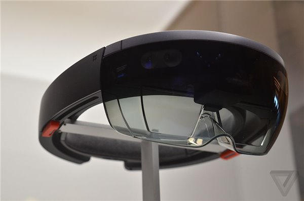 未来感十足 微软HoloLens真机近距离观看