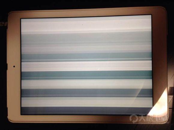 苹果iPad Air 2被爆屏幕出现闪屏竖线