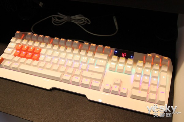 COMPUTEX 2015 世界最快光轴机械键盘亮相