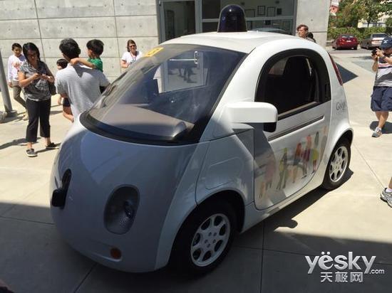 谷歌无人驾驶汽车内景曝光 真的没有方向盘高清图片