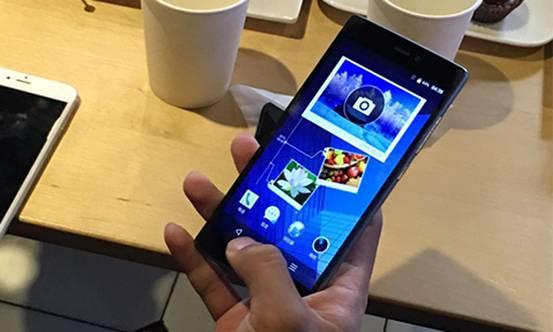 图2:青葱手机正面