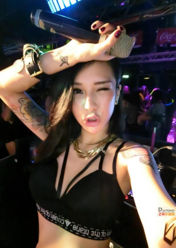 台湾电臀女王梁云菲Nana 唯美翘臀来袭