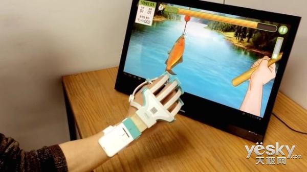 帮助中风病人恢复 Rapeal智能手套设备出炉
