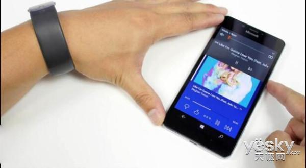 微软手环2增音乐控制功能 双击电源按钮启动