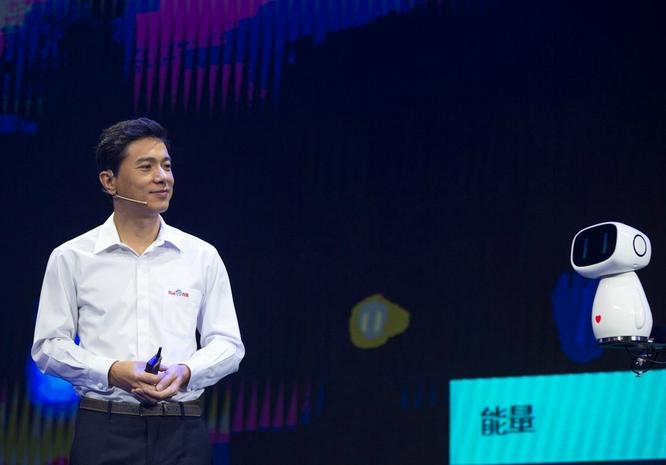 李彦宏:人工智能将替代简单重复的脑力劳动