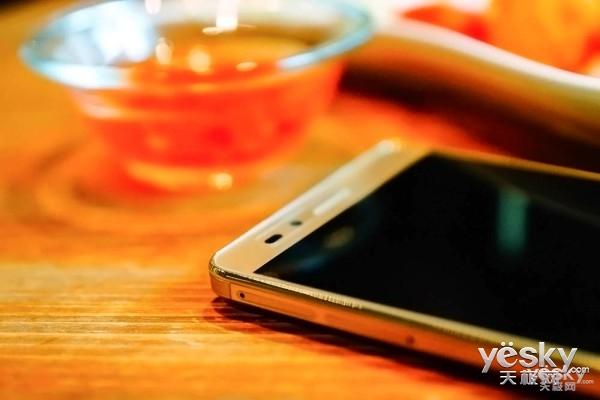 时尚千元指纹手机 荣耀畅玩5X报价999元