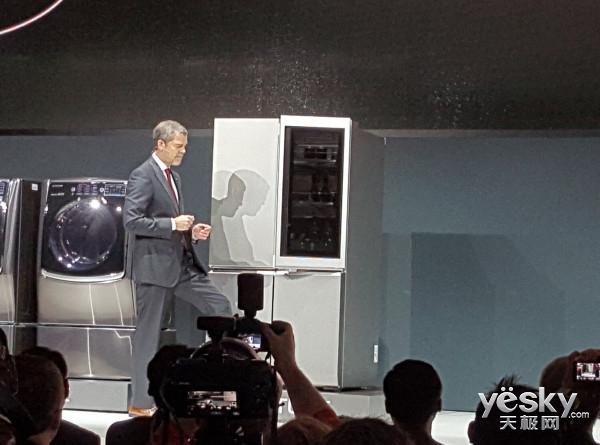 CES亮精品!LG发布新品冰箱:带轻敲唤醒功能