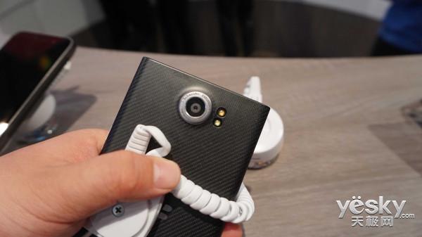 高通携众多手机亮相MWC:国内也能看到黑莓