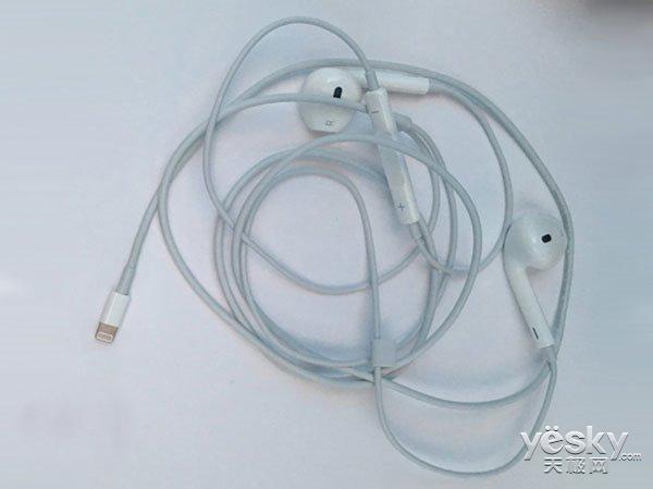 iPhoneSE发布前夕 疑似iPhone7原装耳机曝光