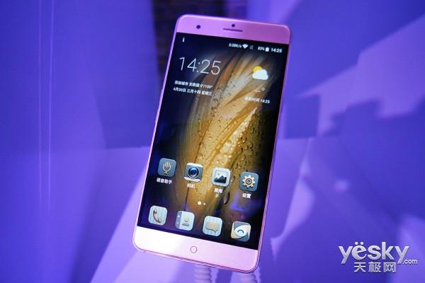 中兴发布全新ZTE系列 V7 MAX青年精品亮相