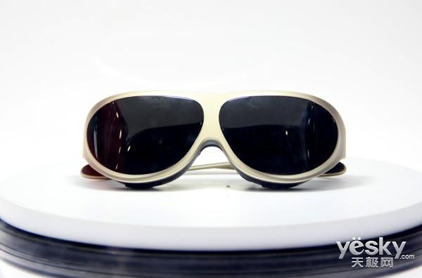 全球首款VR智能眼镜 多哚盛大亮相CE China