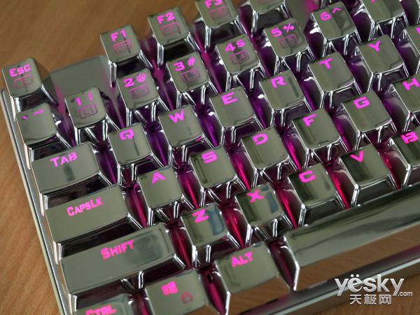炫光特效+机械轴体 雷神白幽灵K75B键盘评测