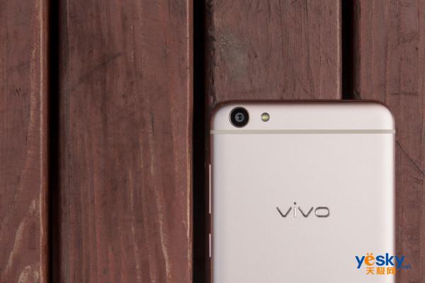权衡外观设计与手感 vivo X7高颜真机图赏