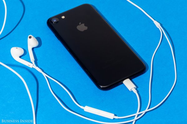 部分iPhone7 Lightning耳机线控失灵