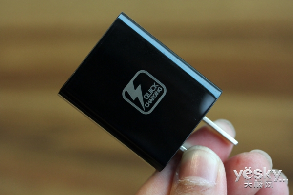 如此高的颜值和配置 TCL 950商务手机评测