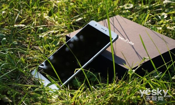 6.8寸巨屏视听盛宴 华硕ZenFone 3傲视上手