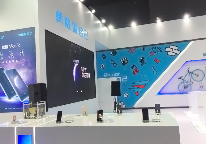 荣耀Magic真机亮相中国移动合作伙伴大会