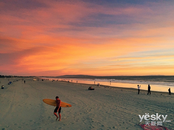 圣塔莫尼卡海滩:一个充满荷尔蒙的恋爱圣地