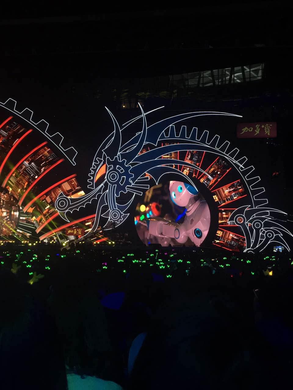 浙江卫视跨年演唱会出现了一群特殊的舞者图片