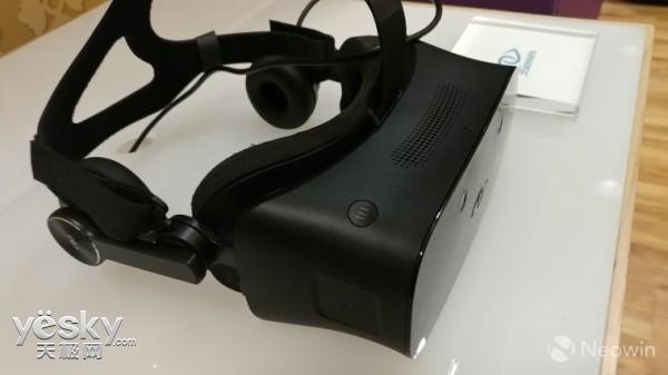 微软Win10 VR头显亮相CES2017:299美元起