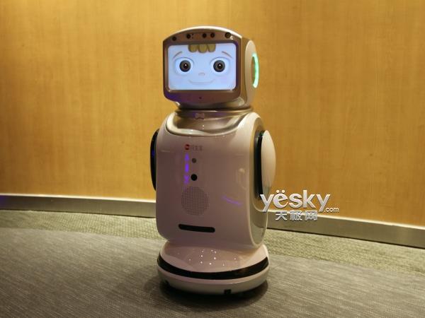 智能陪护好管家 花生小宝机器人评测