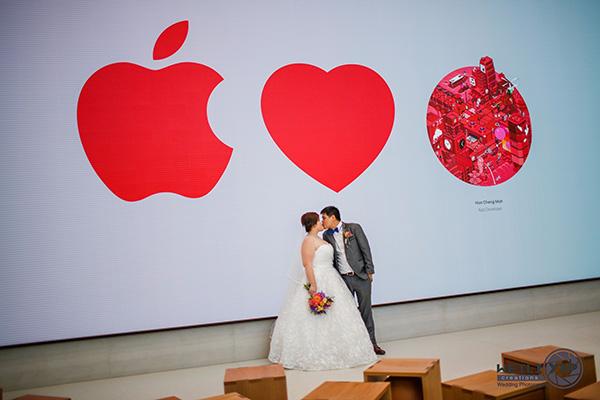新加坡新婚夫妇在苹果零售店拍摄结婚照