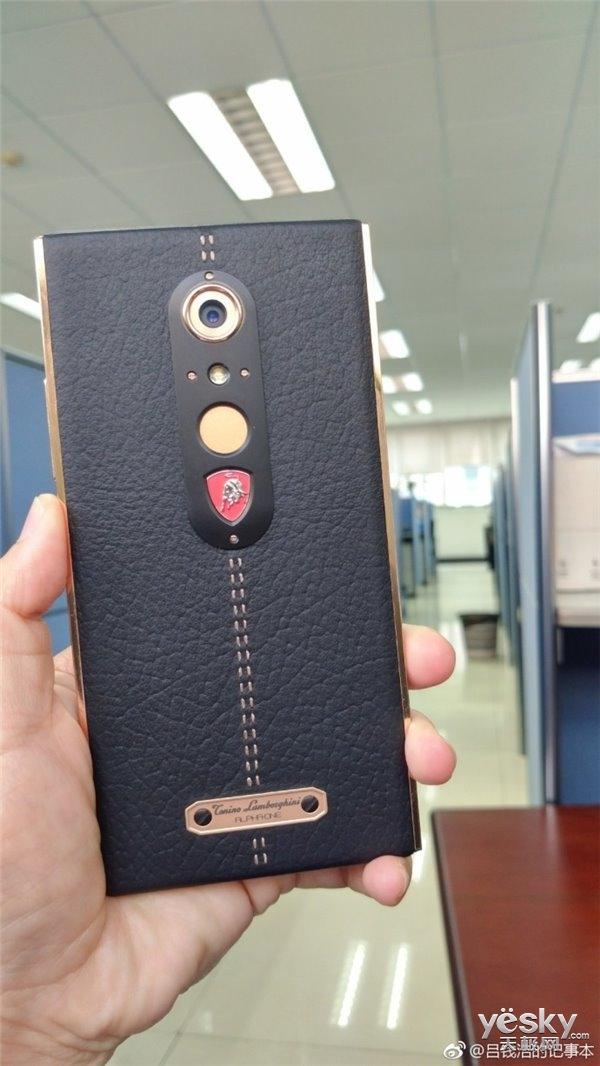 中兴兰博基尼定制版手机曝光:或为天机系列