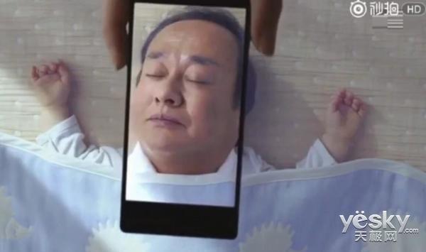 疑为夏普全面屏手机广告曝光:大下巴迷醉