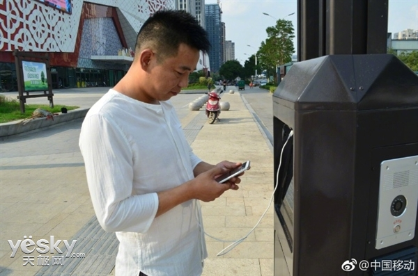 中国移动试点首批智能灯杆 能充电/连Wi-Fi