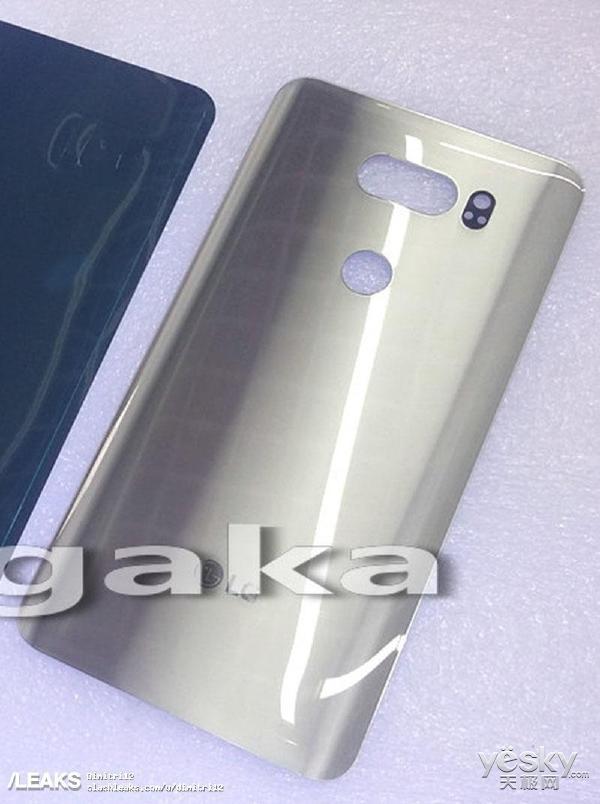LG V30真机后壳曝光:传感器、摄像头开孔独特
