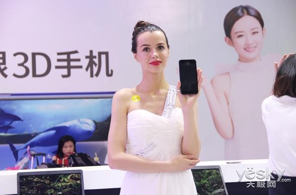 感受裸眼3D的魅力 ivvi手机亮相天翼展