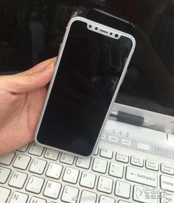 富士康曝光苹果iPhone8机模:电源键体积惊人