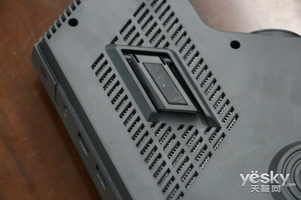 彰显商务本色 Lightank W100智能投影机评测