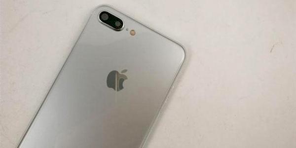 每日IT极热 亮银版iPhone 7s Plus谍照曝光