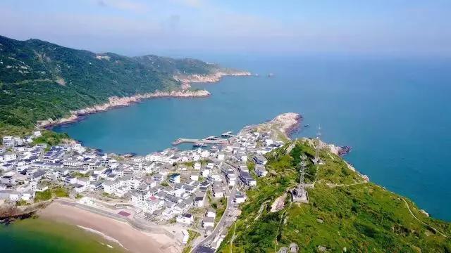 夏日平均温度:24℃左右八九月的青岛&quot红瓦绿树碧海蓝天&quot有最