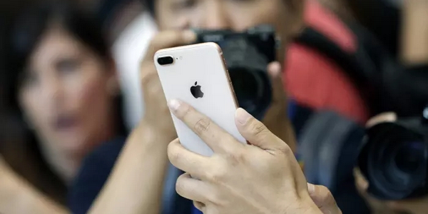 每日IT极热 iPhone 8/8 Plus全球首发遇冷