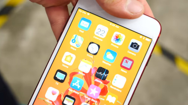 iPhone 8 Plus防摔测试:屏幕很硬 背面较弱