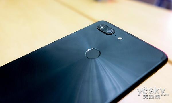 炫丽太阳纹搭配全面屏 金立M7手机外观体验
